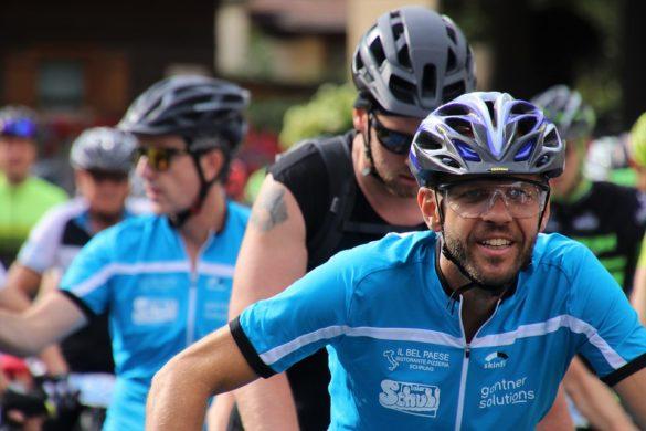 kaciga kako održavati biciklističku kacigu vožnja bicikla s kacigom na glavi zaštita biciklista