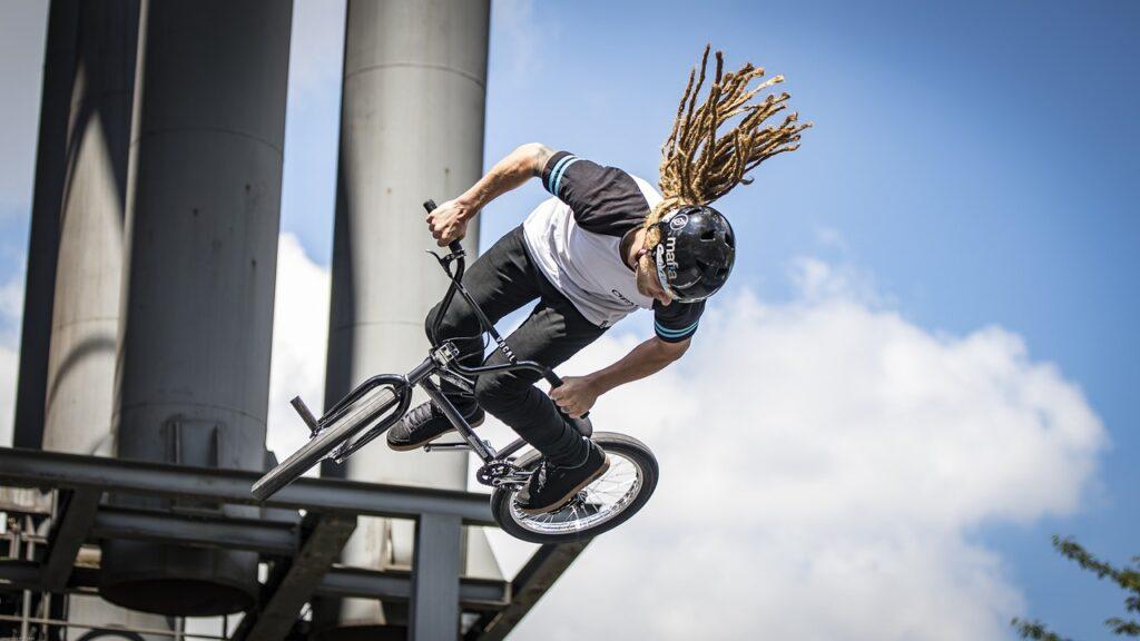 kaciga za bicikliste biciklistička kaciga kaciga bicikl voznja bicikla kaciga kacige biciklisticke biciklisti hr vziti bicikl