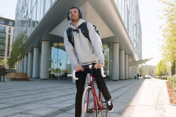 dostavljač na biciklu zarada na biciklu vožnja bicikla zaraditi bicikliranjem biciklisti